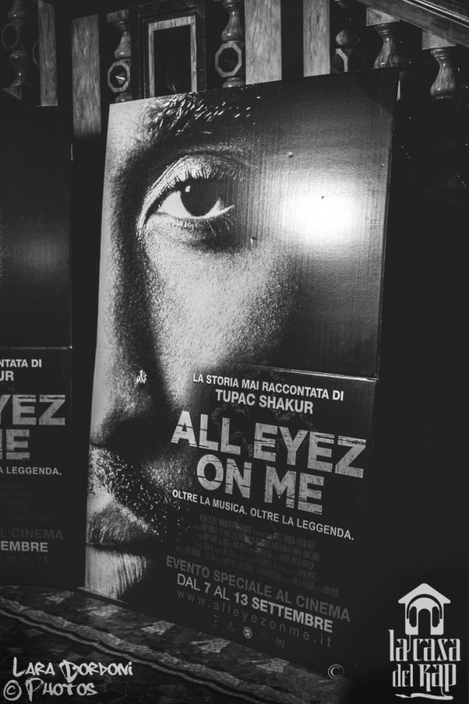 Cartonato del poster del film di Tupac All Eyez on Me