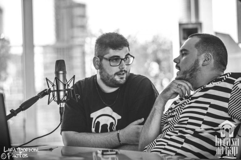 Giuseppe Uait e Ensi durante l'intervista negli studi della Warner