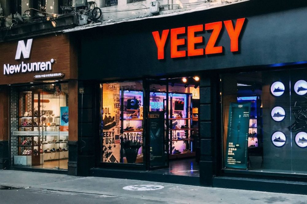 IN CINA APRE IL FAKE YEEZY STORE
