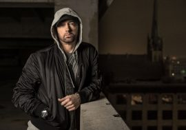 Eminem pubblica il video di Walk On Water