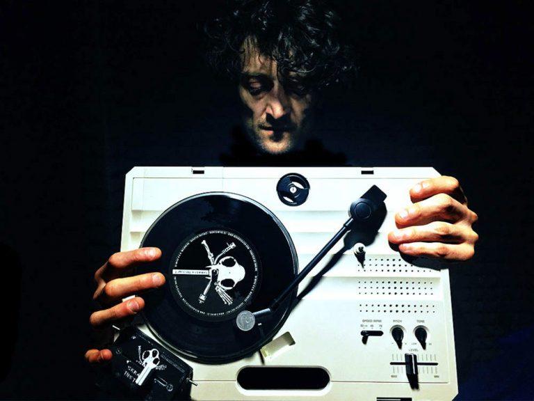 DJ Myke scratch