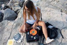 Eleonora si racconta sul giradischi attraverso la sua passione per lo scratch