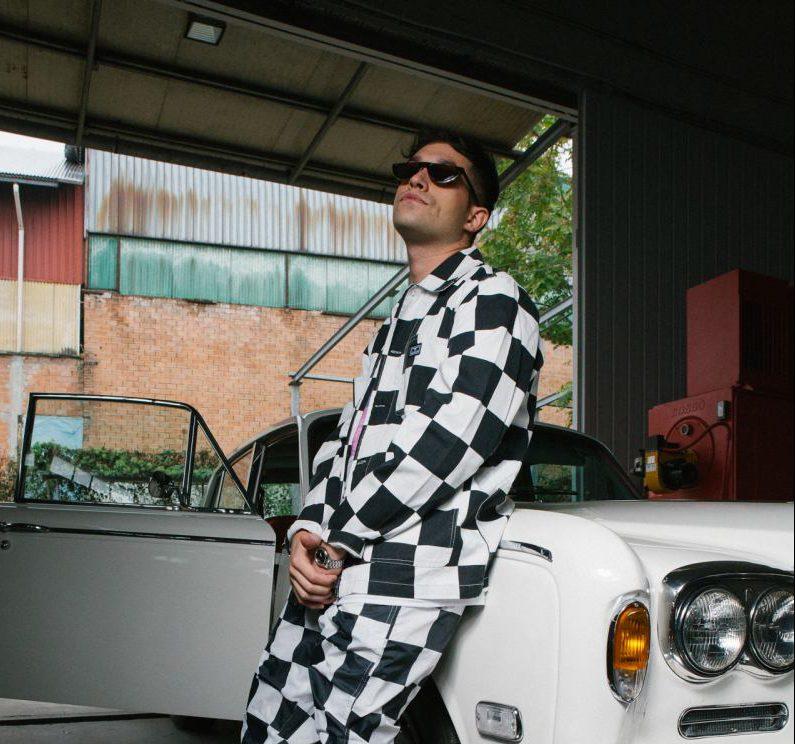 Ticky B pubblica il video di Macchina, il suo nuovo singolo