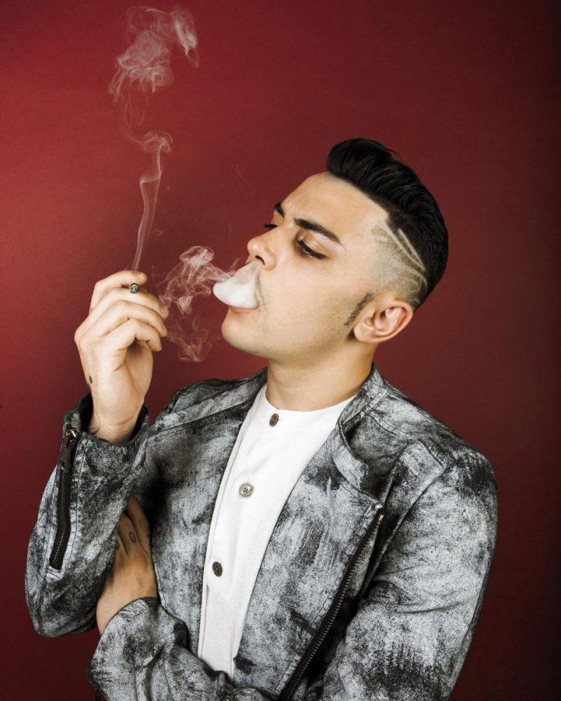 Izi pubblica Fumo da solo, inizia così il nuovo progetto
