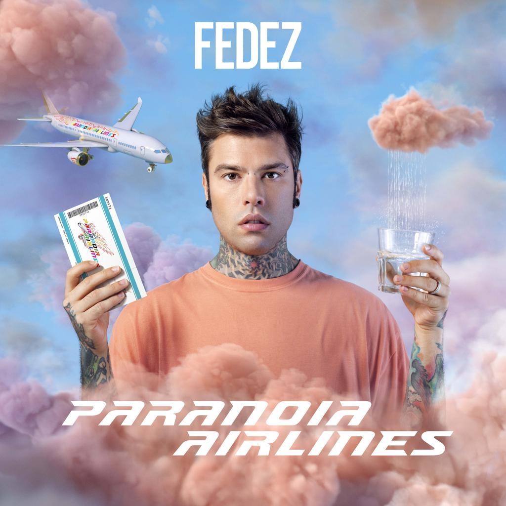 Ultima chiamata per il volo ansiogeno di Fedez: ecco Paranoia Airlines