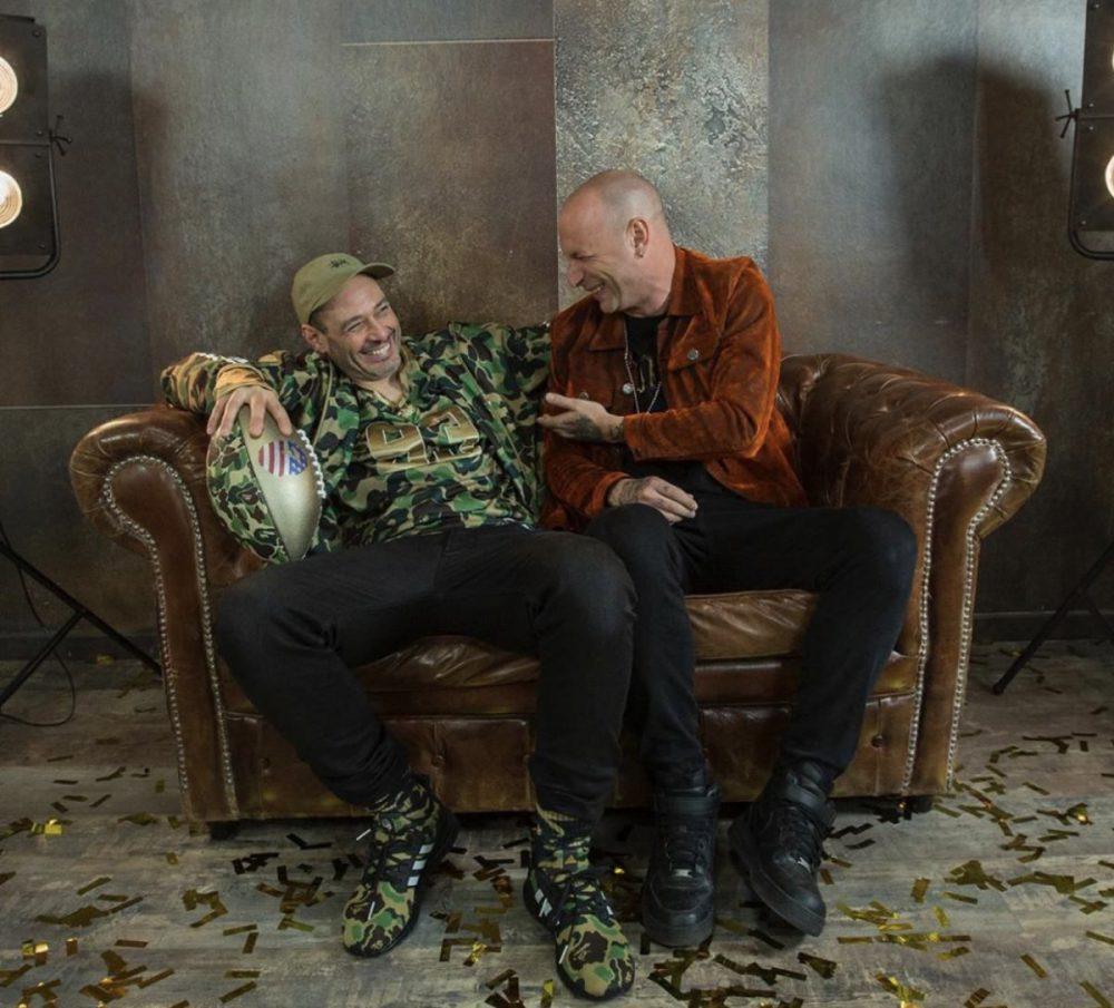 Clementino e Fabri Fibra nel video Chi vuol essere milionario?