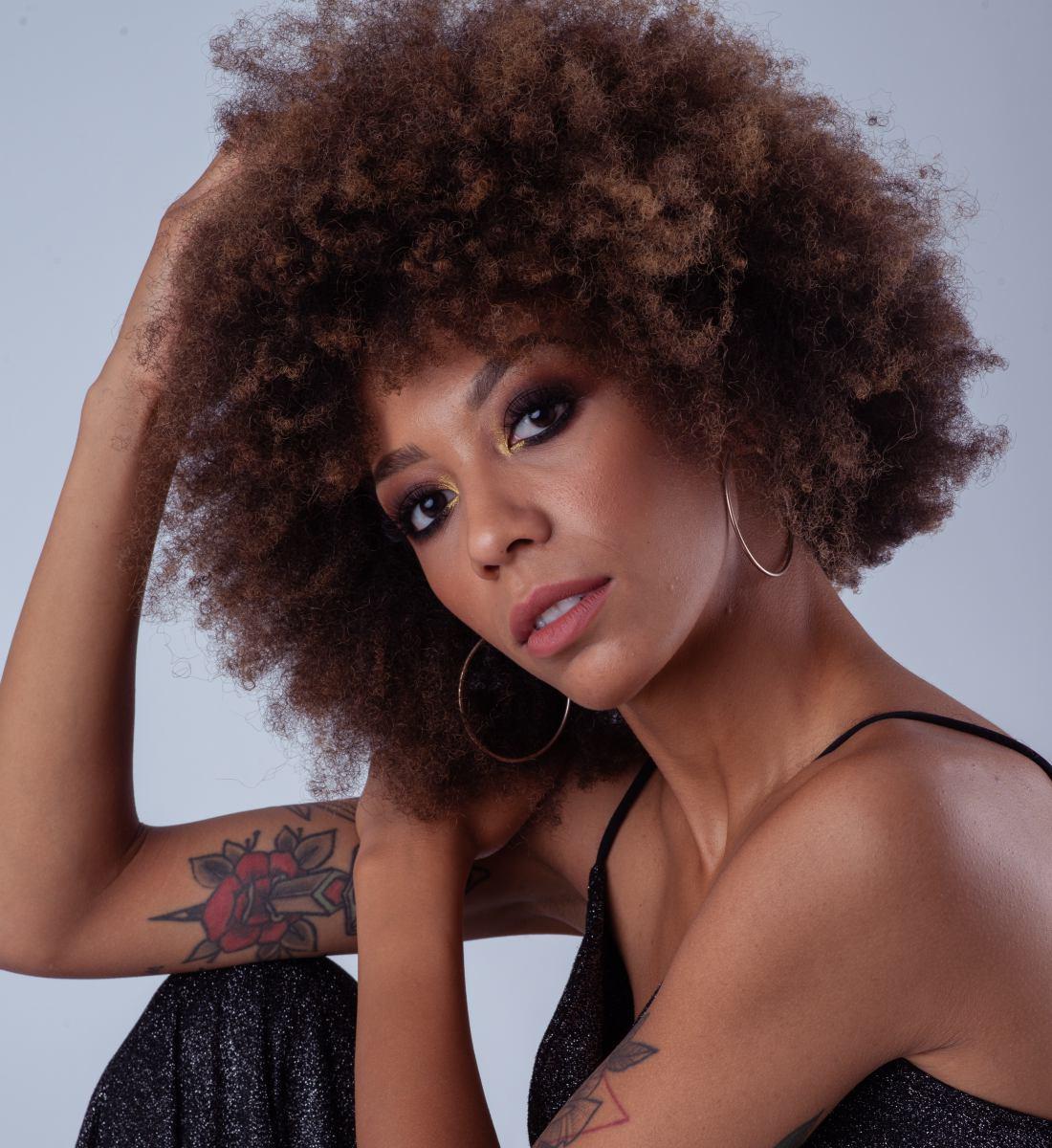 Si fa notare Adriana con il suo nuovo singolo Rockstar