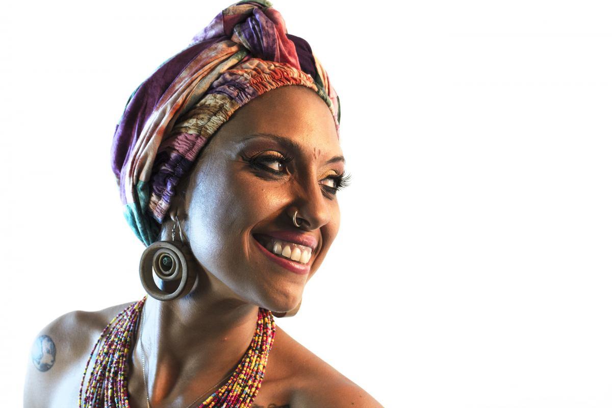 Mama Marjas porta l'Afrobeat in italiano