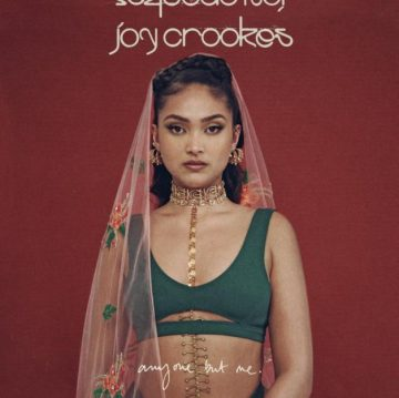 Joy Crookes pubblica il singolo Anyone But Me