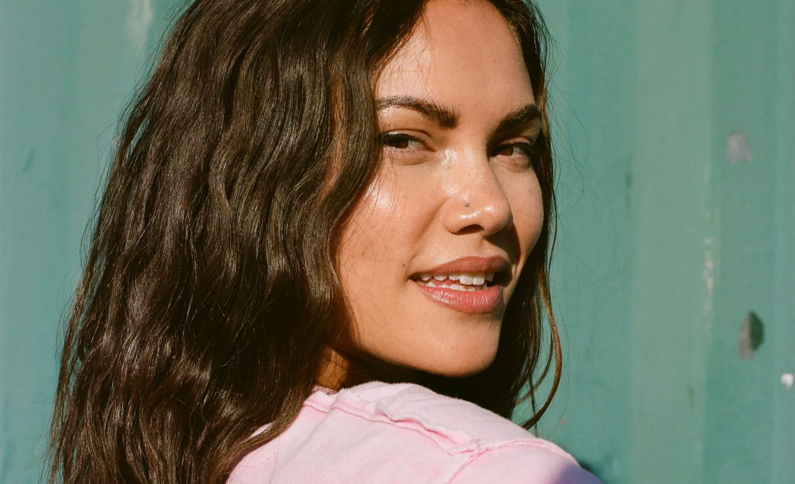 sinéad harnett teams up with masego amp vanjess on new single stickin out now 01 scaled 1