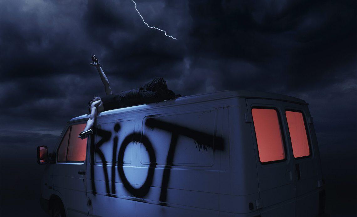 Riot Copertina