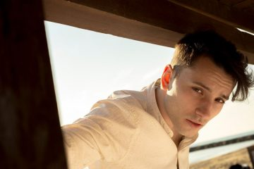 Alessandro Proietti, attore di Suburra, pubblica Sulla mia finestra