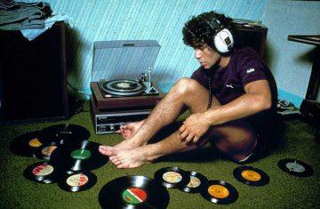 Ciao Maradona! Ecco 10 canzoni rap in cui è stato nominato