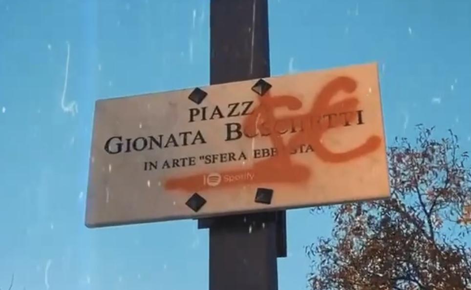 Piazza Gionata Boschetti Sfera Ebbasta