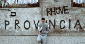 """Il rapper """"di provincia"""" Rhove pubblica Provincia"""