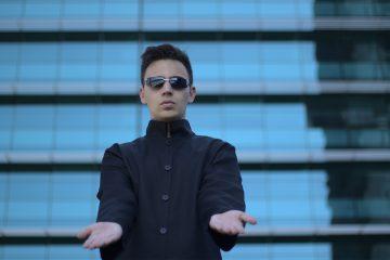 Akes pubblica il videoclip di Errore 404, estratto da Revolution