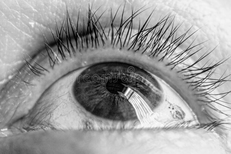 occhio grigio