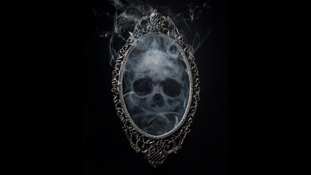 Angelo Caduto fantasma nello specchio